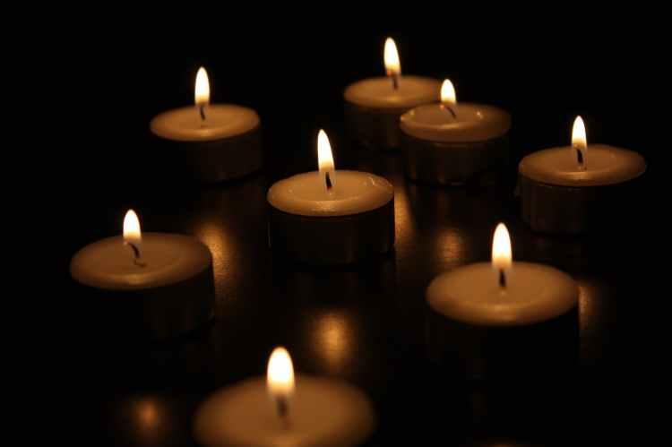 burn burning candle candlelight